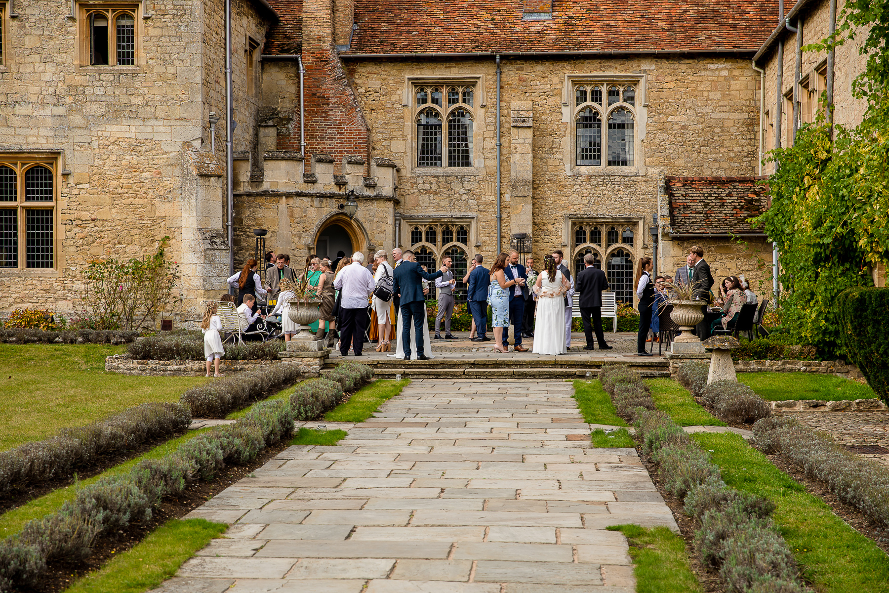 Notley Abbey wedding drinks reception